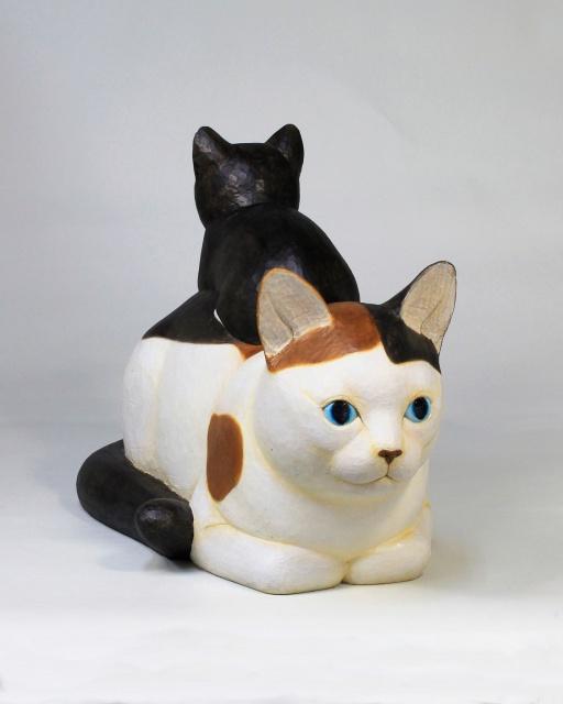 猫たちの表情に、風土の「粒」を感じる。