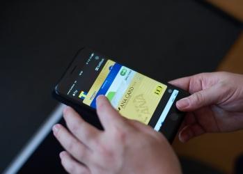 林信行がひも解く、FeliCa対応「Apple Pay」の使い心地と可能性。