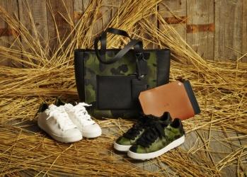 男のスタイルをさらりと完成させる、「コーチ」の靴、バッグ、小物。