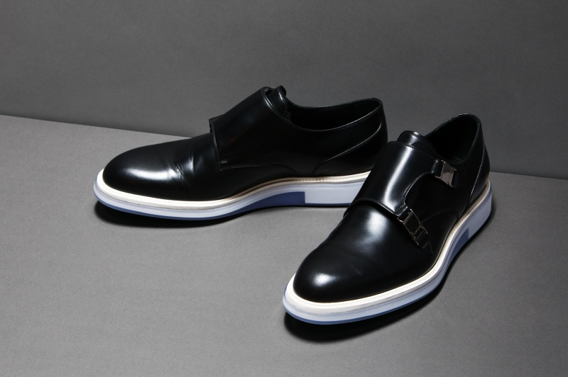 「ディオール オム」は、未来的なソールをもったデザイナーらしい一足