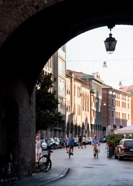 """北イタリアの古都に息づく、""""本物""""を志向するレザーバッグ"""