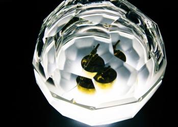 美しく刺激的なオブジェたち―銀座メゾンエルメスの「コンダンサシオン:アーティスト・イン・レジデンス」