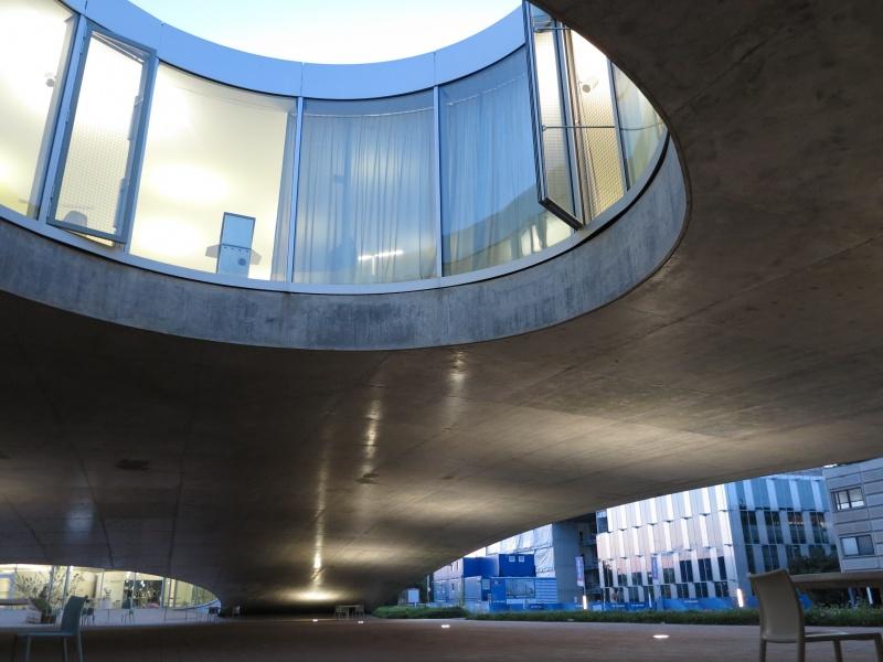 ローザンヌの環境と結びついたSANAAの名建築。