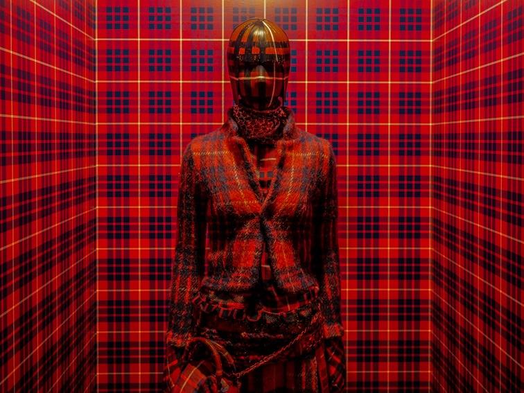 「アンダーカバー」の25周年展覧会で、日本デザインの実験精神を知る。
