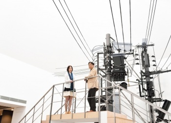 巧妙で不可思議な世界にはまる、水戸芸術館「山口晃展 前に下がる 下を仰ぐ」