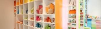 """インテリアは""""色""""で選ぶ時代に?  日常が楽しくなる雑貨、見つかります。"""