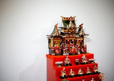 """キギの「OUR FAVOURITE SHOP」で、美術作家・久門剛史を迎えた""""ひなまつり展示""""とは?"""