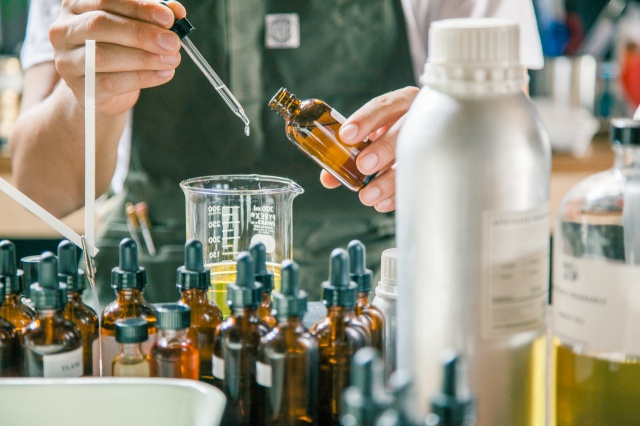 話題のショップ「ノマディックライフマーケット」と「アポテーケ フレグランス」のコラボ登場!  いつもの暮らしに新しい香りを添えましょう。