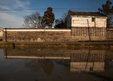 水との戦いの歴史を刻むシェルター、 「水屋・水塚—水防の知恵と住まい—展」開催中。