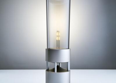 有機ガラスの筒が空間を一変させる、音と光の魔法。