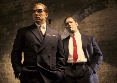 トムハが一人2役で、一卵性双生児の伝説のギャングを演じる『レジェンド/狂気の美学』がおもしろい!