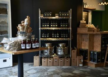 シチリア産オリーブオイルをはじめ、さまざまな食材に出合える「セドリック・カサノヴァ」が表参道に登場。