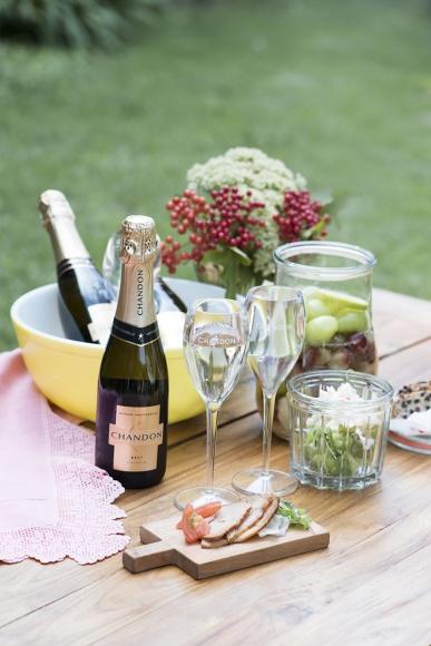 夏に嬉しい! 人気のプレミアム・スパークリングワイン「シャンドン」から、カジュアルリッチなハーフボトルが新登場。