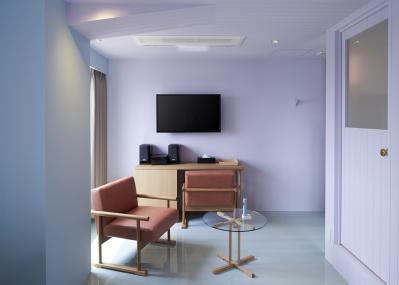 """海外旅行客にも人気の「ホテルクラスカ」に、""""彩色と無彩色""""がテーマの新しい客室が誕生です。"""