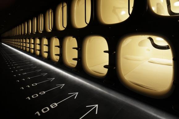 デザインカプセルホテル「ナインアワーズ」が、成田空港にオープンしました。
