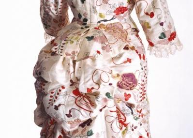 ファッションに見る東西交流の精華「ファッションとアート 麗しき東西交流」展が貿易開港地YOKOHAMAで開催中!