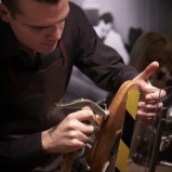 グッチの職人が熟練ワザを披露する「ザ・ハウス・オブ・アルチザン」、3月18日まで開催中。