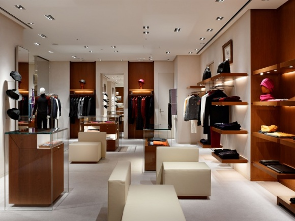 西日本で最大のエルメス・ブティックが、名古屋三越栄店にオープンしました。