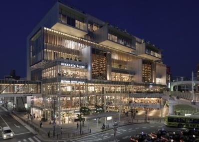 百貨店の常識が変わる? 関西初出店の「枚方T-SITE」はスマホと融合したサービスに注目です。