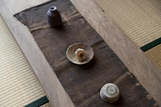 繊細さと温かさが心をとらえる、二階堂明弘の作陶展が「イデーショップ 東京ミッドタウン店」で開催されます。