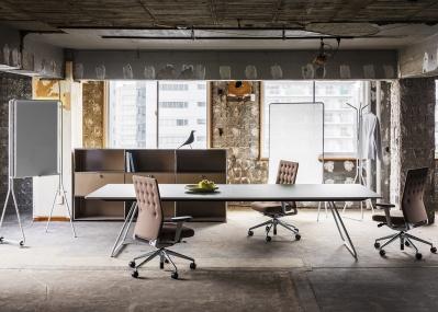 未来の仕事場のカタチが見えてくる !?  オフィスファニチャー「i +(アイプラス)」でオフィス空間が変わる!