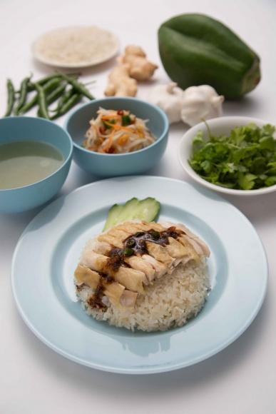 """タイで人気炸裂! 名物料理""""カオマンガイ""""の専門店、「ガイトーン」がやってくる。"""