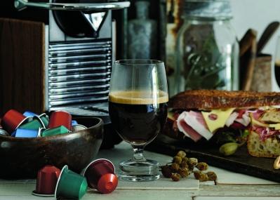コーヒーはグラスで味わうのが正解!? アロマがきわだつ「ネスプレッソ」の新体験。