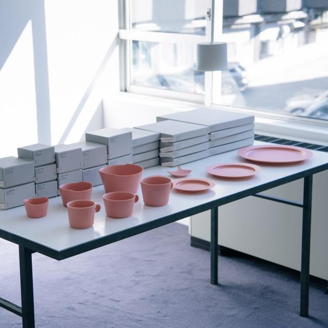 イイホシユミコさんと鹿児島睦さんが共作したお皿。