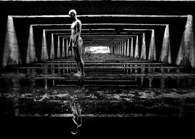 """""""光と身体が出会う奇跡""""を表現した、写真家・田原桂一×ダンサー・田中泯がトークイベントを開催。"""