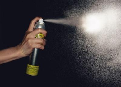 シュッと一吹きで夜にピカッ! 何でも光を反射させるスゴ技のスプレー塗料が日本に本格上陸。