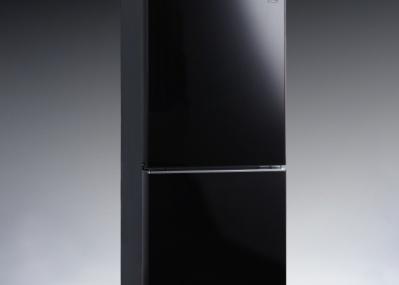 家具のように美しく佇む、小ぶりな冷蔵庫。