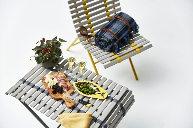 開くと家具に、閉じるとスダレに?  nendoの新作はアウトドアファニチャーです。