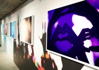 """ひと夏の思い出のような""""胸キュン""""を。蜷川実花の写真展「Light of」は、8月16日までの公開です!"""