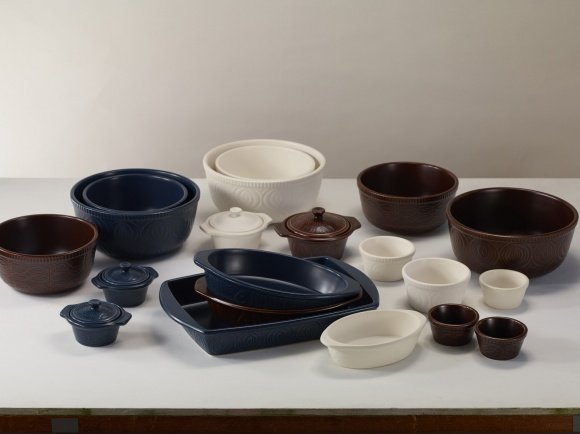 陶芸家・岡崎裕子さんがデザイン。直火調理可能な「ビタクラフト」の耐熱陶器。