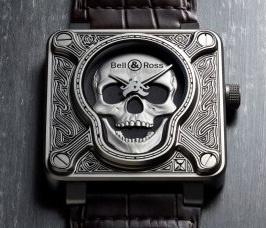 """地獄の業火を引き連れて""""ドクロ""""のレリーフが不気味に嗤う! 職人技術を凝らした、強烈インパクトの腕時計。"""
